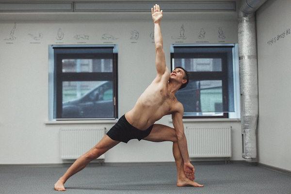 Дисциплина на классе Бикрам йоги