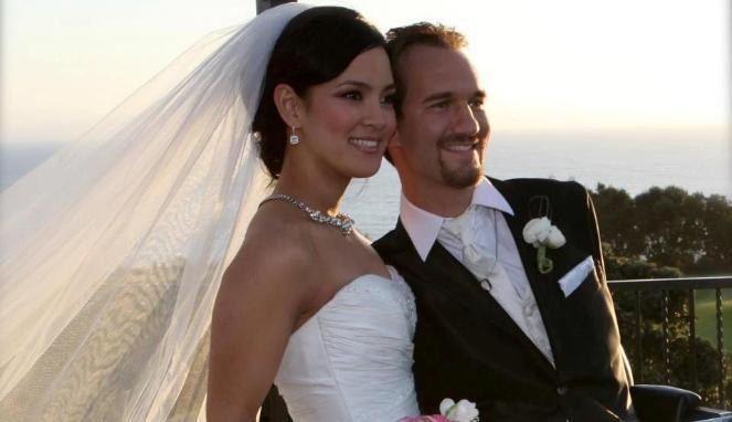 Ник Вуйчич с женой.
