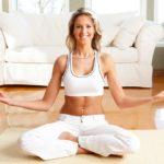 Где лучше практиковать йогу: в студии или дома