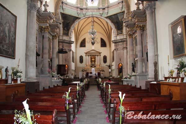 Церковь Сан-Диего де Алкала внутри.