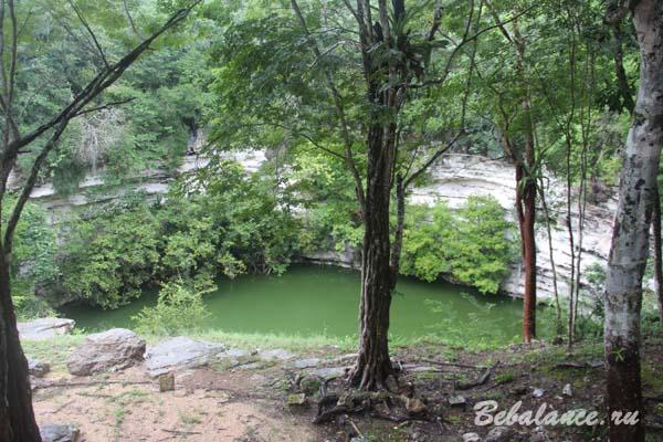 Сенот Саградо-де-Чичен-Ица он же Священный сенот (Cenote Sagrado de Chichen Itza)