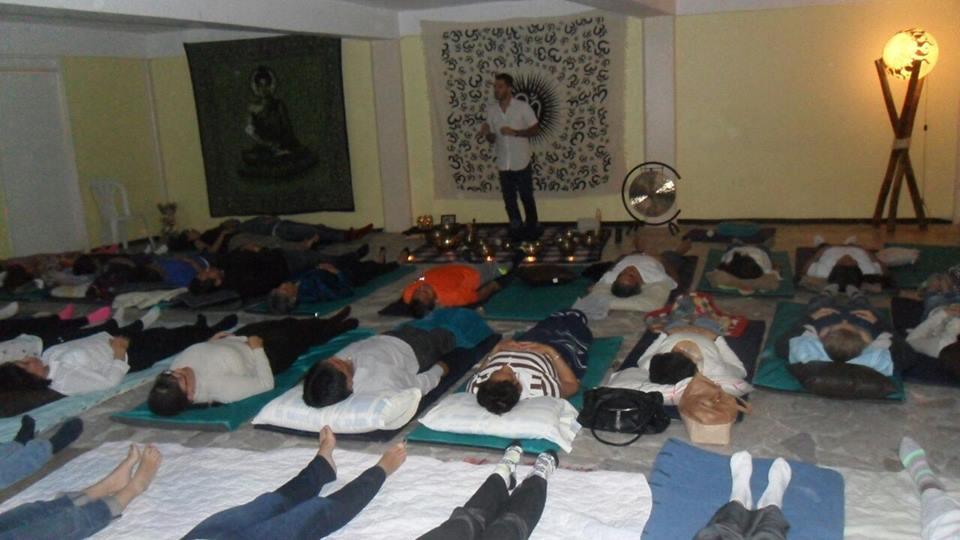 Медитация с поющими тибетскими чашами.