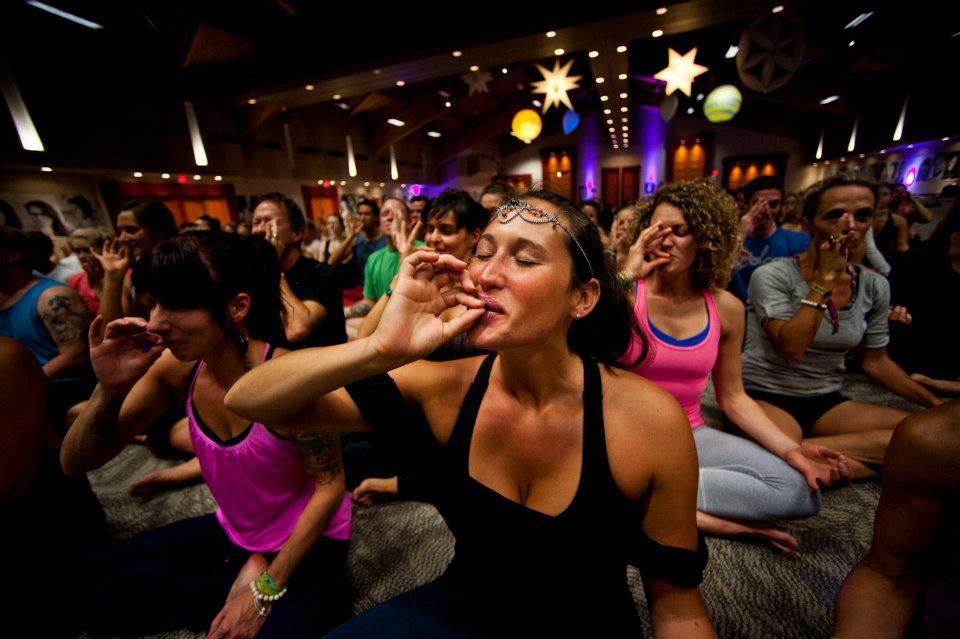 Курят ли йоги марихуану значок ударник конопли