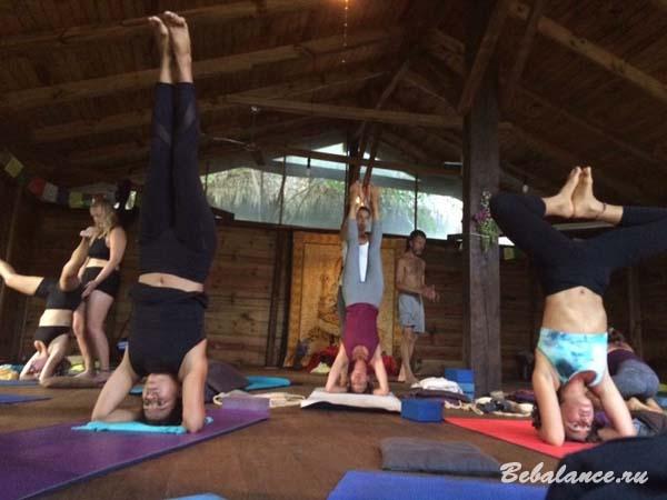 Занятие по хатха-йоге.