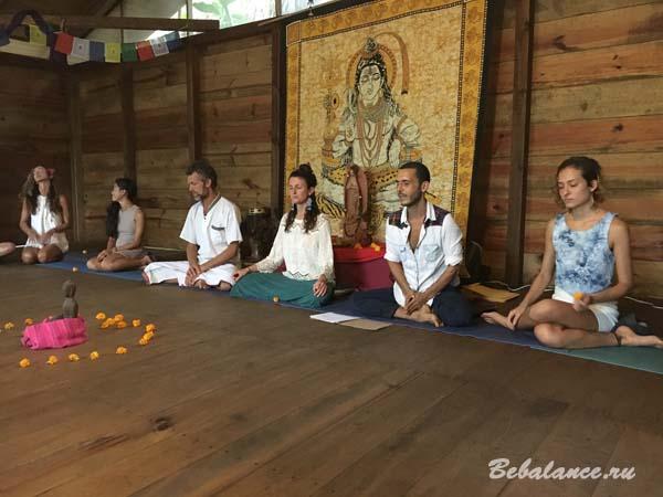 Преподаватели транинга инструкторов по хатха-йоге в Мазунте.